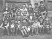 Fotografie z oslavy na rozlou�enou p�ed odjezdem syna Hanu�e do Anglie....