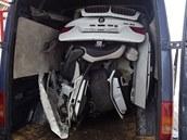Dodávka ukrývající rozebrané BMW