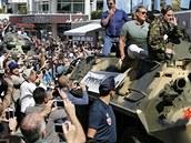 Sylvester Stallone, Dolph Lundgren, Harrison Ford a Jason Statham na tanku v...
