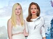 Elle Fanningová a Angelina Jolie na představení filmu Zloba - Královna černé...