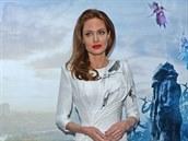 Angelina Jolie na p�edstaven� filmu Zloba - Kr�lovna �ern� magie (Lond�n, 9....