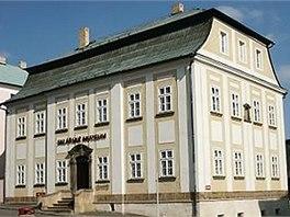Sklářské muzeum v Novém Boru sídlí ve starém měšťanském domě s mansardovou
