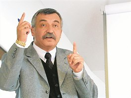 P�edseda p�edstavenstva a spolumajitel L�zn� Darkov Jaroslav ��nek.