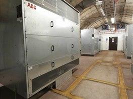 Trakční transformátory transformují z 22 kV na 750V, které usměrní elektronické...