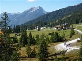 U chaty Ehrwalder Alm dosáhnete nejvyššího bodu na okruhu kolem Zugstitze.