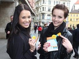Česká Miss Earth 2013 Monika Leová a Česká Miss 2013 Gabriela Kratochvílová...