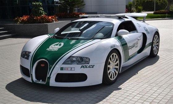 Rychl� auta dubajsk� policie
