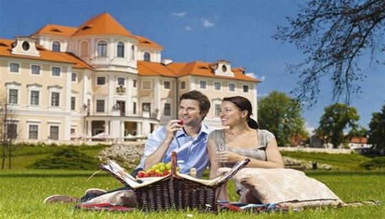 Užijte si romantický piknik v zahradě zámku Liblice