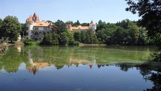Dopřát si romantický piknik u rybníka Labuť můžete v Žinkovech