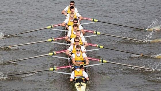 Osmiveslice uprostřed závodního klání
