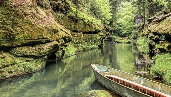 Výlet po Gabrielině stezce můžete spojit s plavbou romantickými soutěskami řeky