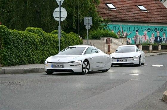 Cena se pohybuje se kolem 2,8 milionu korun. Automobilka vyrob� pouze 200 kus�...