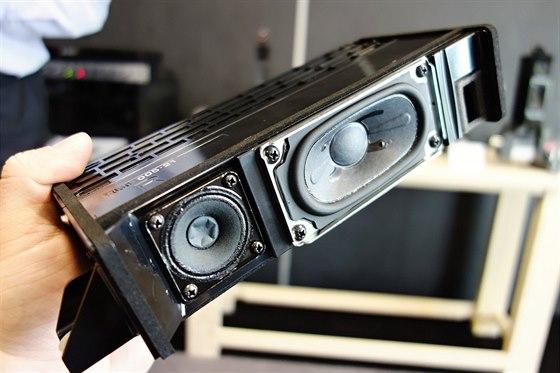 Sony 4K: Jedna z variant leto�n�ch reprosyst�m�, tato pro modely s kovov�m...