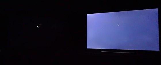 Sony 4K: Plamínek svíčky. Vlevo Sony, vpravo Samsung.