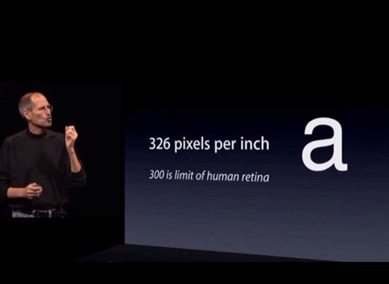 Steve Jobs během představení iPhonu 4