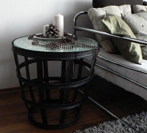 S pomoc� Balakrylu a sklen�n� desky vyrob�te jednodu�e stylov� odkl�dac� stolek