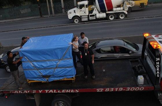 Tělo bývalého nejtlustšího muže světa Manuela Uribeho museli  do krematoria...