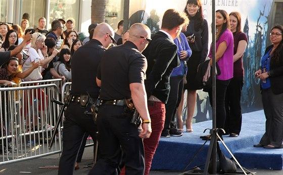 Vitalije Seďuka, který napadl Brada Pitta, odvedla policie (Hollywood, 28....