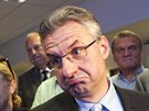 Jan Zahradil sleduje výsledky voleb do europarlamentu (25. května 2014)