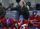 ROZPAČITÁ STŘÍDAČKA. Hokejisté Montrealu v průběhu druhého duelu s NY Rangers.