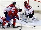 Norský útočník Bastiansen překonává kanadského brankáře Reimera.