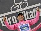 Nairo Quintana slaví vítězství v šestnácté etapě Gira.