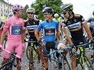 KRAJAN�. L�dr cyklistick�ho Gira  Nairo Quintana rozmlouv� s ostatn�mi...