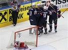 AMERICKÝ ZÁVĚR. Hokejisté USA zdramatizovali dvěma góly Tylera Johnsona...