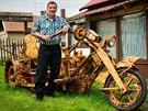 István Puskás je na svůj motocykl pyšný.