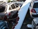 Kluzák se v Mladé Boleslavi zřítil do prostoru autovrakoviště