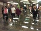Hasiči po přívalovém dešti čerpali vodu také z vestibulu stanice metra Můstek