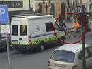 Opil� cizinec prokopl v�lohu jednoho hotel� v centru Prahy. P�ivodil si...