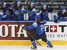 ÚVODNÍ GÓL SEMIFINÁLE. Hokejisté Finska se radují z trefy Joriho Lehtery.