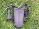 Na zádech má batoh pohodlnou síťovinu.