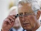 Google Glass už vyzkoušel i britský princ Charles (27. května 2014)