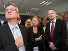 Nap�t�. P�edseda ODS Petr Fiala (vpravo) �ek� na v�sledky s kandid�ty do...