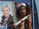 Členky hnutí Femen protestovaly ve Francii proti nárůstu obliby xenofobních