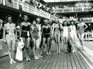 Návštěvnice pařížského bazénu Molitor v tehdejších plavkách (1938)