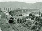 Železniční most Inteligence v pražském Braníku na snímku z května 1964.
