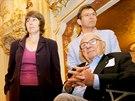 Sir Nicholas Winton s dcerou Barbarou a synem Nicholasem při návštěvě Prahy. (11. října 2007)