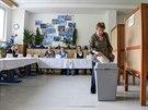 Volební místnost v ZŠ Srbská v Ostravě-Výškovicích (23. května 2014)