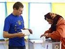 Volební místnost v Kosmachu na západě Ukrajiny (25. května 2014)