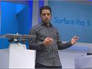Kužník Jan: Panos Panay názorně ukazuje, že Surface Pro 3 je výrazně lehčí než MacBook Air. Výkonem by jej přitom měl nahradit nebo dokonce překonat.
