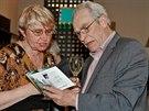 Alois Švehlík s manželkou na představení Pan Kaplan má třídu rád v divadle ABC