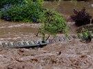V Kundratic�ch u Jilemnice povalila v p�tek ve�er velk� voda plot na zahrad�  u...