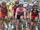 Cadel Evans jako lídr Gira d'Italia a jeho družina z týmu BMC.
