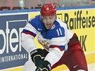Jevgenij Malkin bojuje v utkání proti Bělorusku.