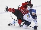 Do křížku se pustili finský hokejista Irio Pakarinen a Kanaďan Mark Scheifele.