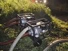K rybníku v České Vsi hasiči nasadili několik čerpadel, protože hrozilo...