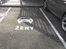 Parkování pro ženy u McDonald's v Česku.